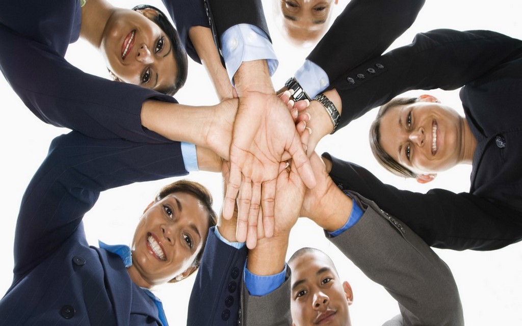 Asegurar la capacidad técnica del personal, ad-hoc a las necesidades de la industria, tanto en habilidades duras como blandas.